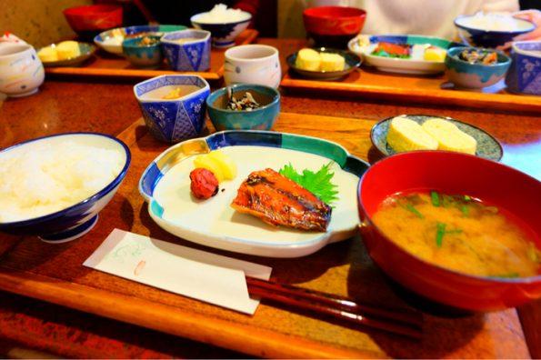 京都 宮川町 朝食 モーニング ろじうさぎ