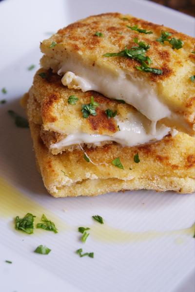 イタリアンの朝ごはん 南イタリア モッツアレッラチーズ入りサンドイッチ