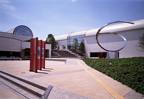 神奈川県でオススメの美術館の企画展に行こう! 平塚市美術館 金魚絵師 深堀隆介展 平成しんちう屋