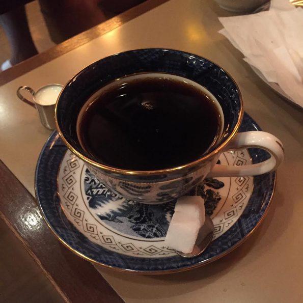 旅先の京都で朝食するならおすすめ 四条 朝食 モーニング 六曜社 珈琲店 (ロクヨウシャ)