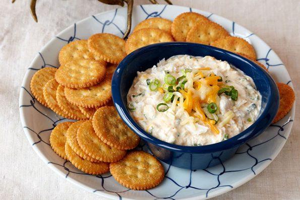 おつまみレシピで休日を満喫する カニのクリームチーズディップ