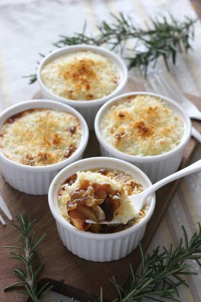 クリスマスに作るおしゃれレシピ 林檎とくるみとベーコンのクリームポテトグラタン