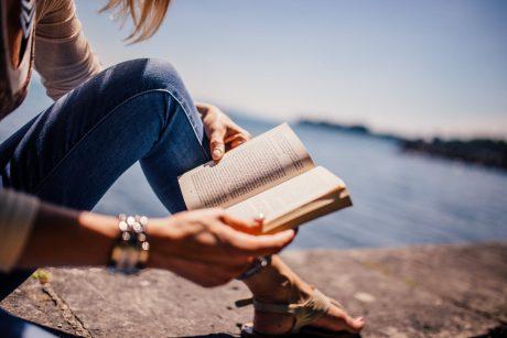 休日にひとり。素敵な読書スペースを【10個】2020年は確保しましょう。